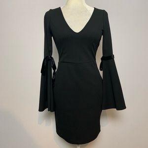 LULU'S | Black Vneck dress